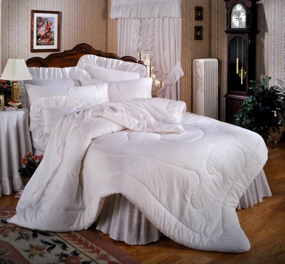how to clean comforters and bedding boulder cleaners. Black Bedroom Furniture Sets. Home Design Ideas